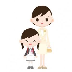 小学校入学式 女の子と母親