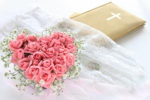ハートのブーケと結婚証書