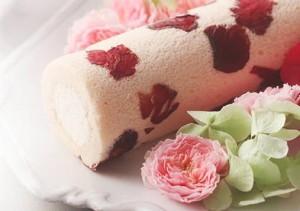 エディブルフラワーのロールケーキ