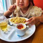 子供連れで飲食店に行くときのマナー。取り皿に分けることの是非