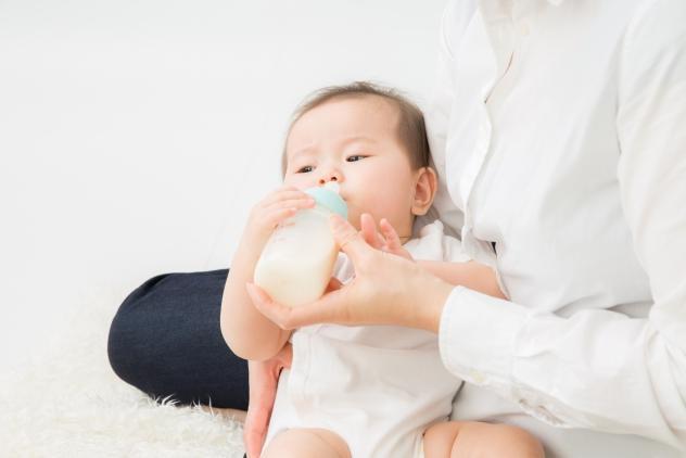 赤ちゃんが吐き戻しをする原因