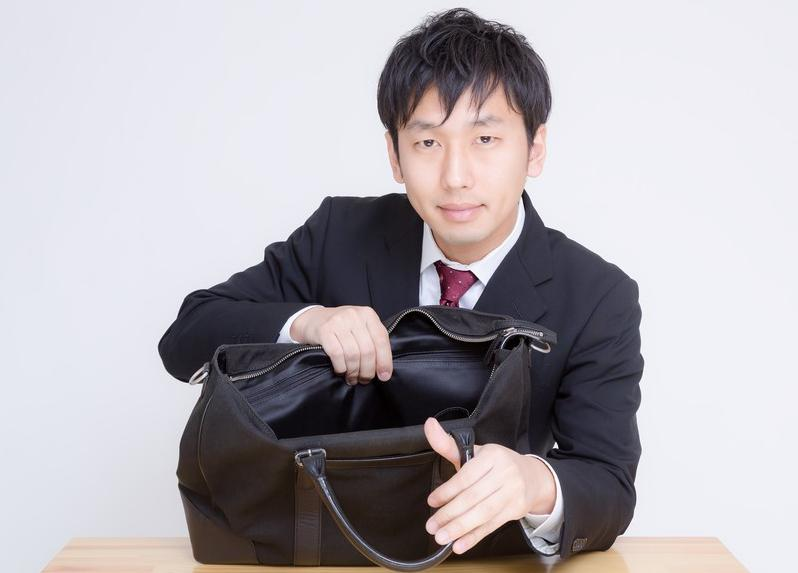 カバン,ハンドバッグ,テーブルに置く,マナー違反