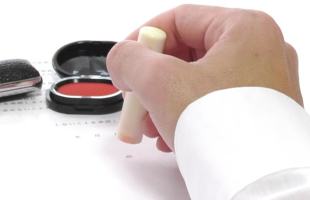 押印と捺印、記名と署名の違いは?